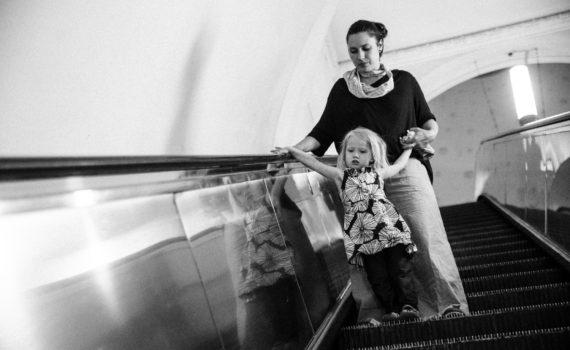 семейная фотография в метро