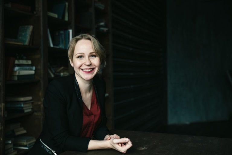 бизнес портрет девушка в студии москва