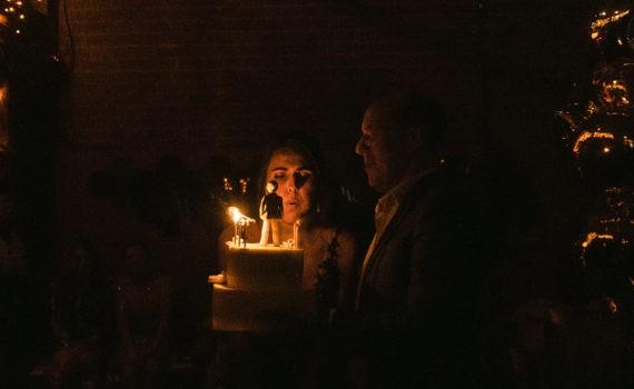 репортаж на мероприятии день рождения торт поздравления задувание свечей