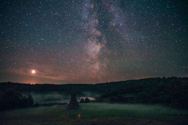 Маяк Никола Ленивец млечный путь персииды закат ночное небо Пара лавстори
