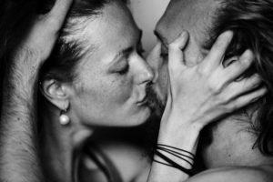 страстный поцелуй lovestory