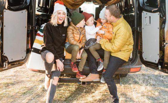 Позы для семейной фотосессии на природе в машине
