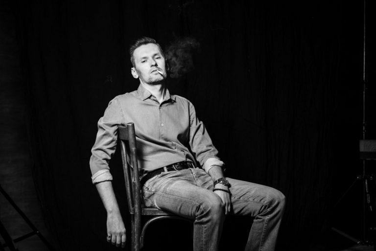 мужской брутальный портрет в студии