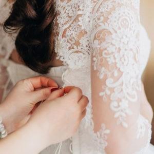 детали образа, примерка свадебного платья