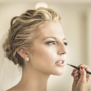 фотосессия невесты, нанесение макияжа