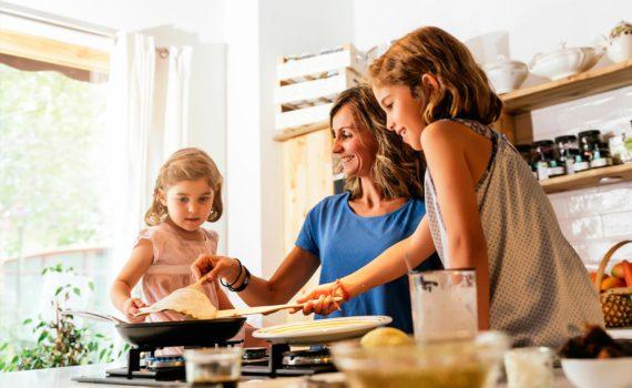 Сёстры на кухне, фотосъёмка