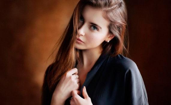фотосессия девушки в черной рубашке