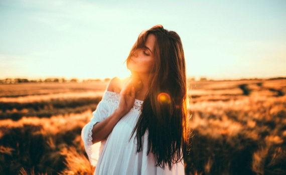фотосессия девушки в поле