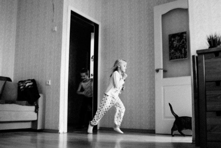 домашняя семейная фотосессия девочки