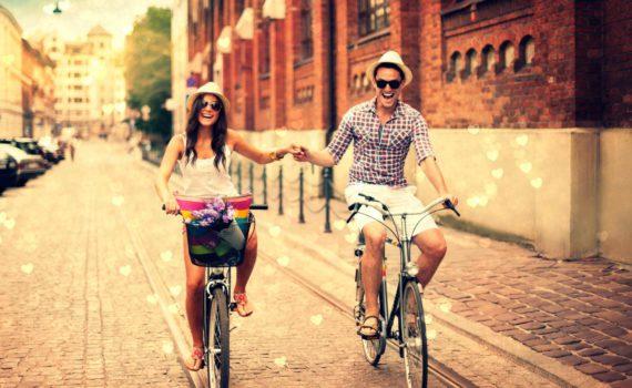 фотосессия пары на велосипедах