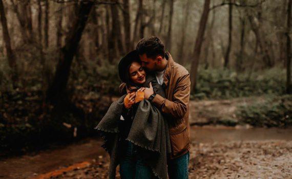 фотосессия пары в лесу