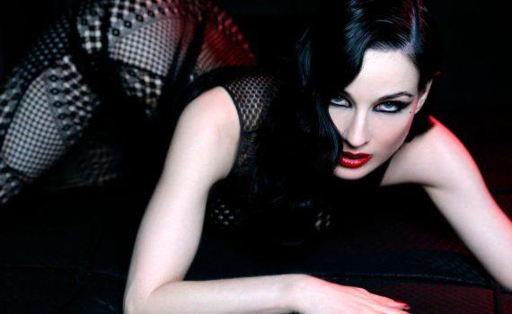 домашняя женская фотосессия, девушка вамп