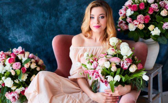женская фотосессия с цветами