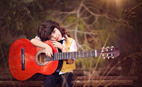 детская фотосессия с гитарой