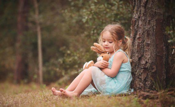 детская фотосессия под деревом