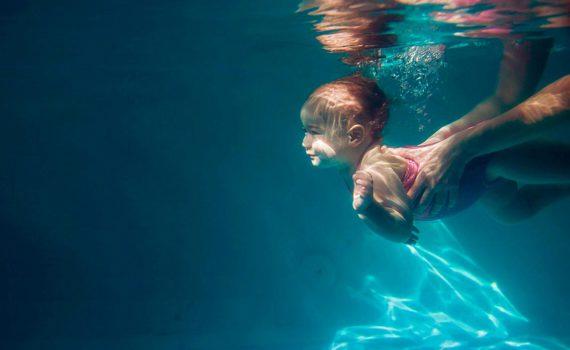 детская фотосессия под водой