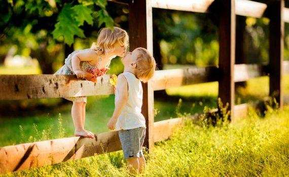 детская фотосессия, поцелуй