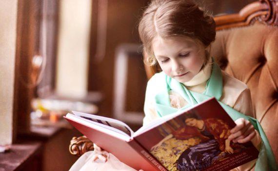детская фотосессия, девочка с книгой
