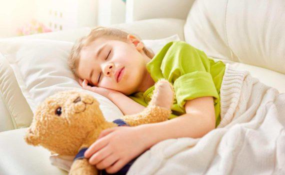 детская фотосессия во время сна