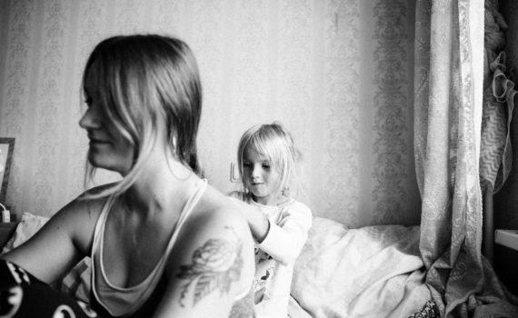 дочка с матерью, домашняя фотосессия