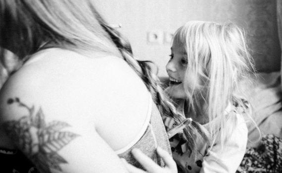 мать и дочка, домашняя фотосессия