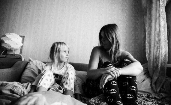 семейная съемка, дочь и мать