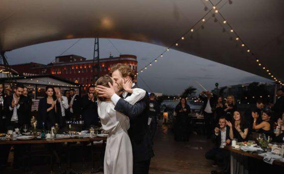 свадьба репортаж танцы жениха и невесты ресторан на болотном
