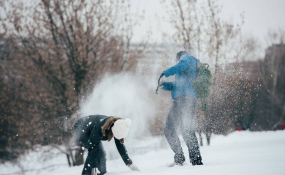 love story, игра в снежки