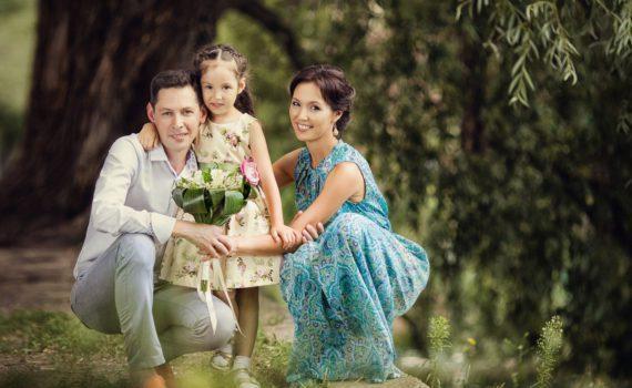семейная фотосессия с цветами