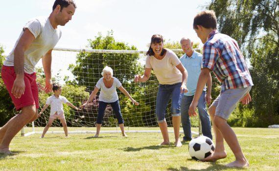 летняя семейная фотосессия, активные игры