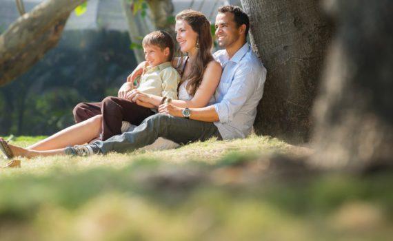 семейная фотосессия, под деревом