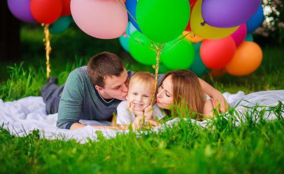 фотосессия семьи с воздушными шарами