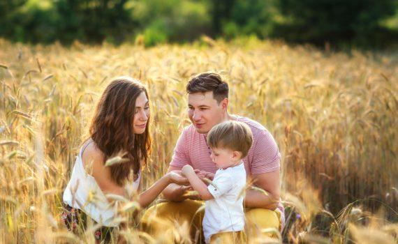 семейная фотосессия в поле