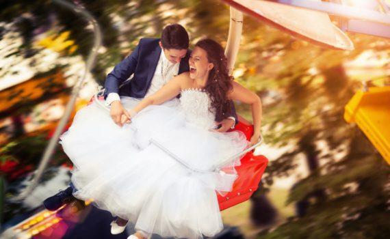 свадебная летняя фотсоессия на аттракционах
