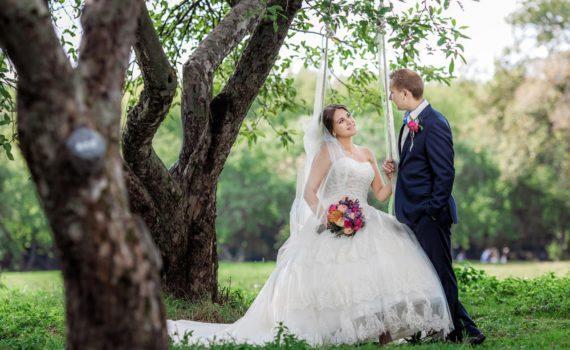 свадебная фотосесия на качелях