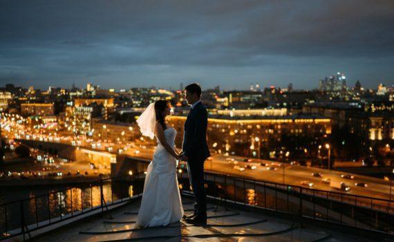летняя свадебная фотосессия на крыше