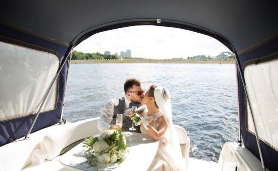на яхте свадебная летняя фотосессия