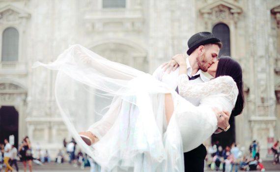 поцелуй летняя фотосессия свадебная