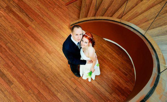 ракурс сверху летняя свадебная фотосессия