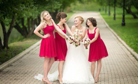 летняя свадебная фотосессия с подружками невесты