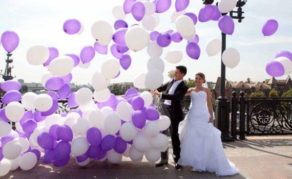 свадебная фотосессия летом с воздушными шарами