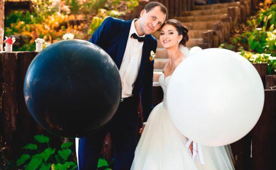 свадебная летняя фотосессия с воздушными шарами