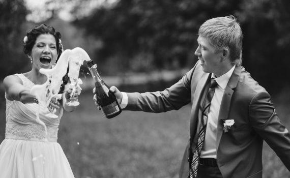 шампанское свадебная фотосессия летом