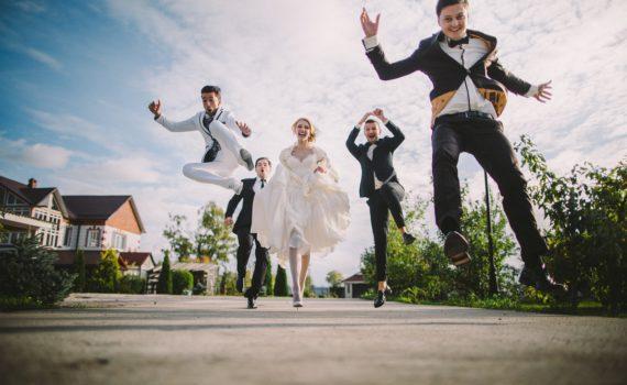 свадебная фотосессия летом в движении