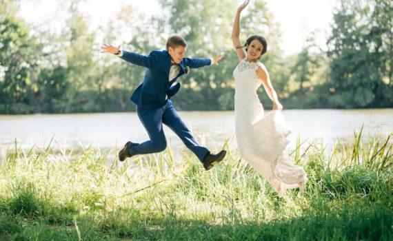 свадебная фотосессия летом в прыжке