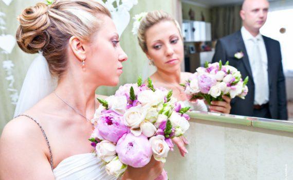свадебная фотосессия летом в зеркале