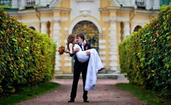 у достопримечательностей свадебная фотосессия