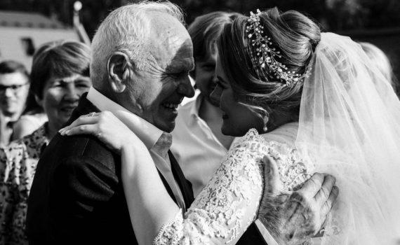 невеста и отец трогательные