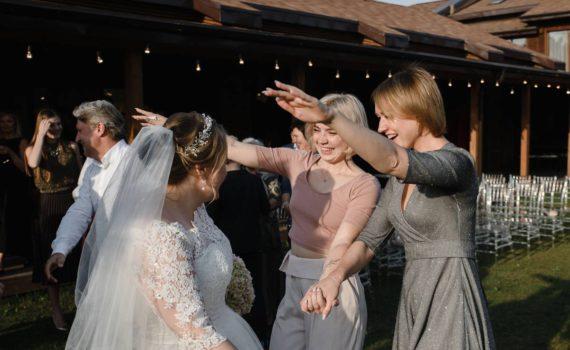 свадьба в art village подруги поздравляют невесту