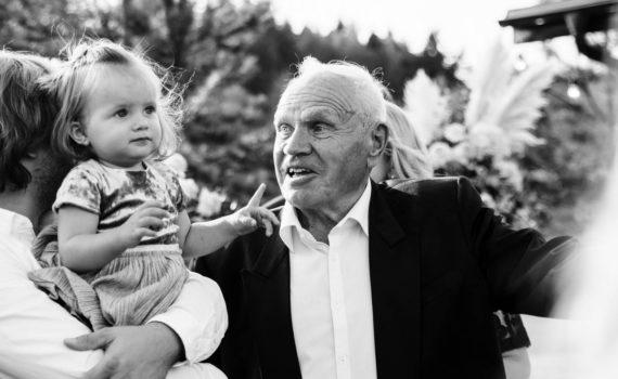 свадьба девочка и дедушка